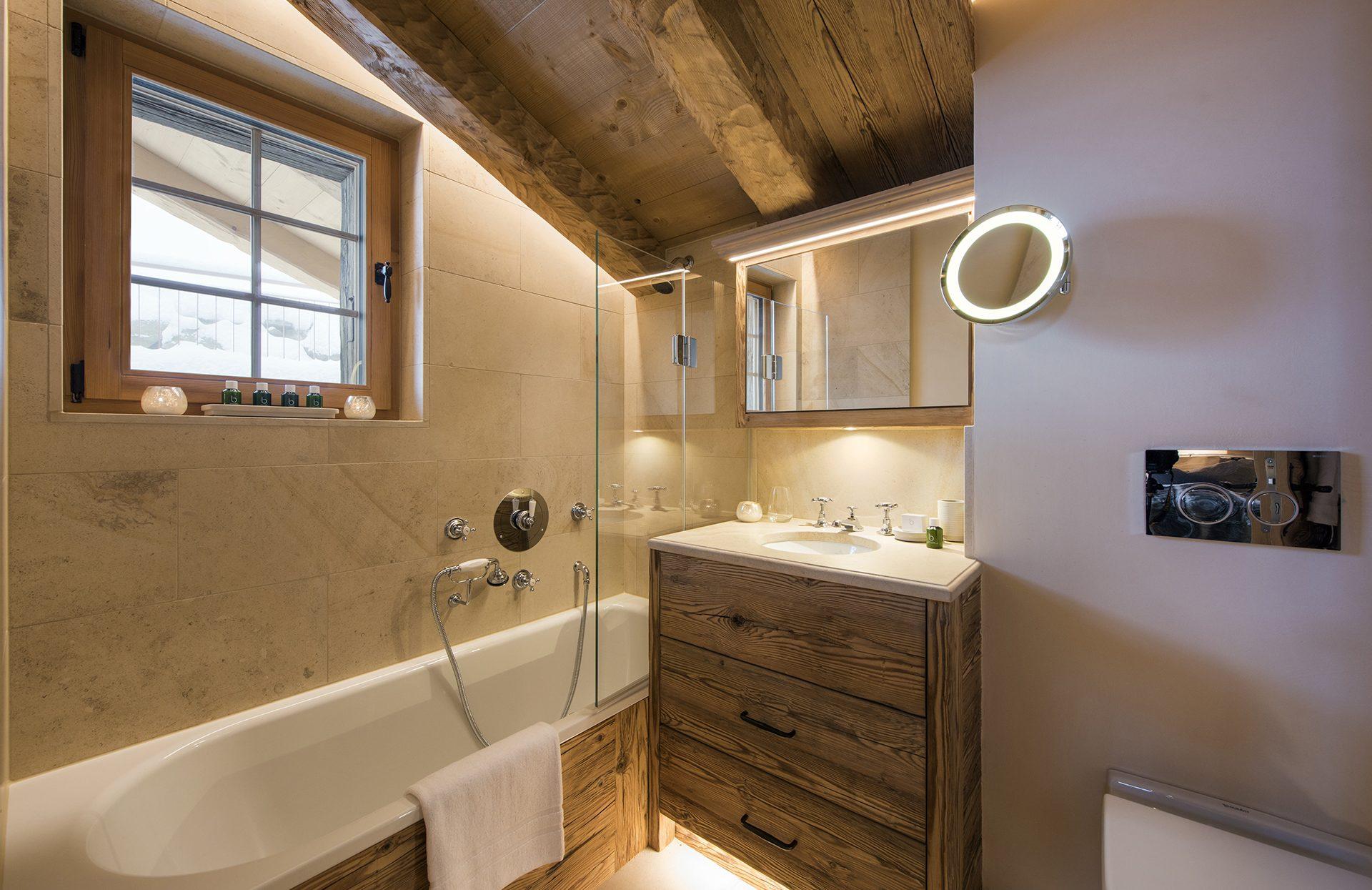 layered chalet bathroom lighting