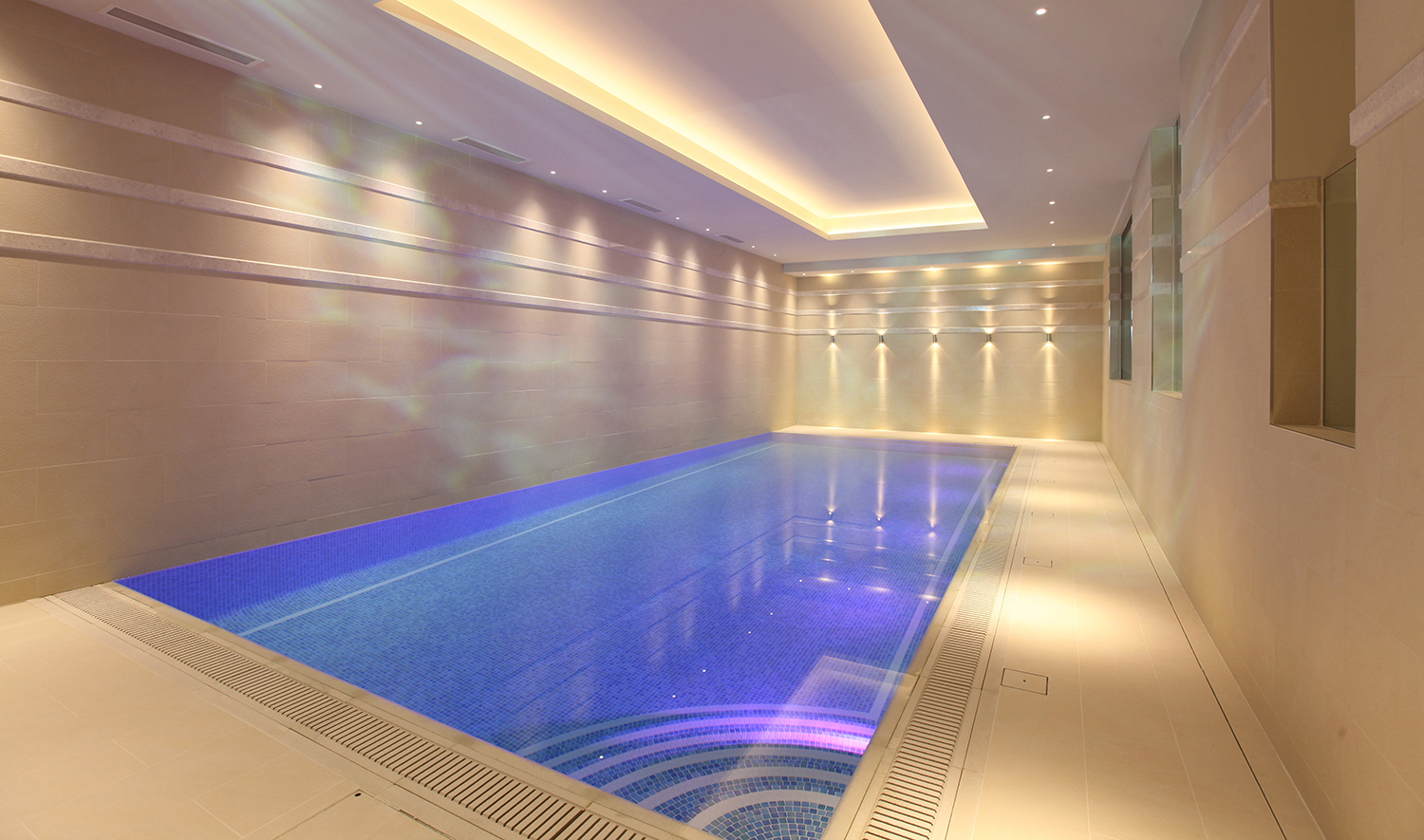 Atmospheric swimming pool lighting