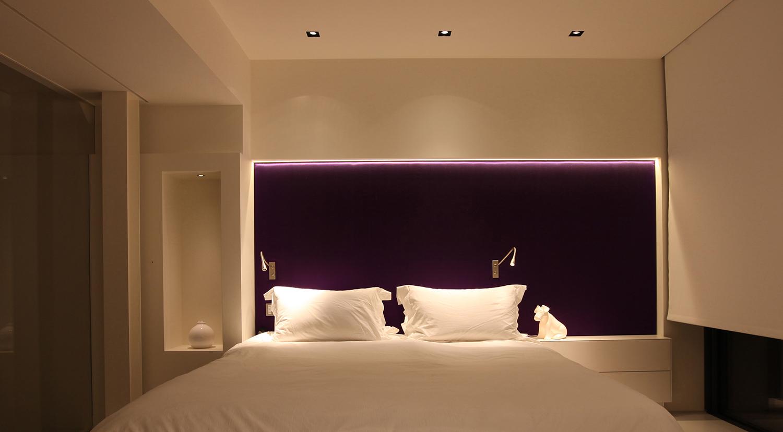 Minimalist bedroom lighting
