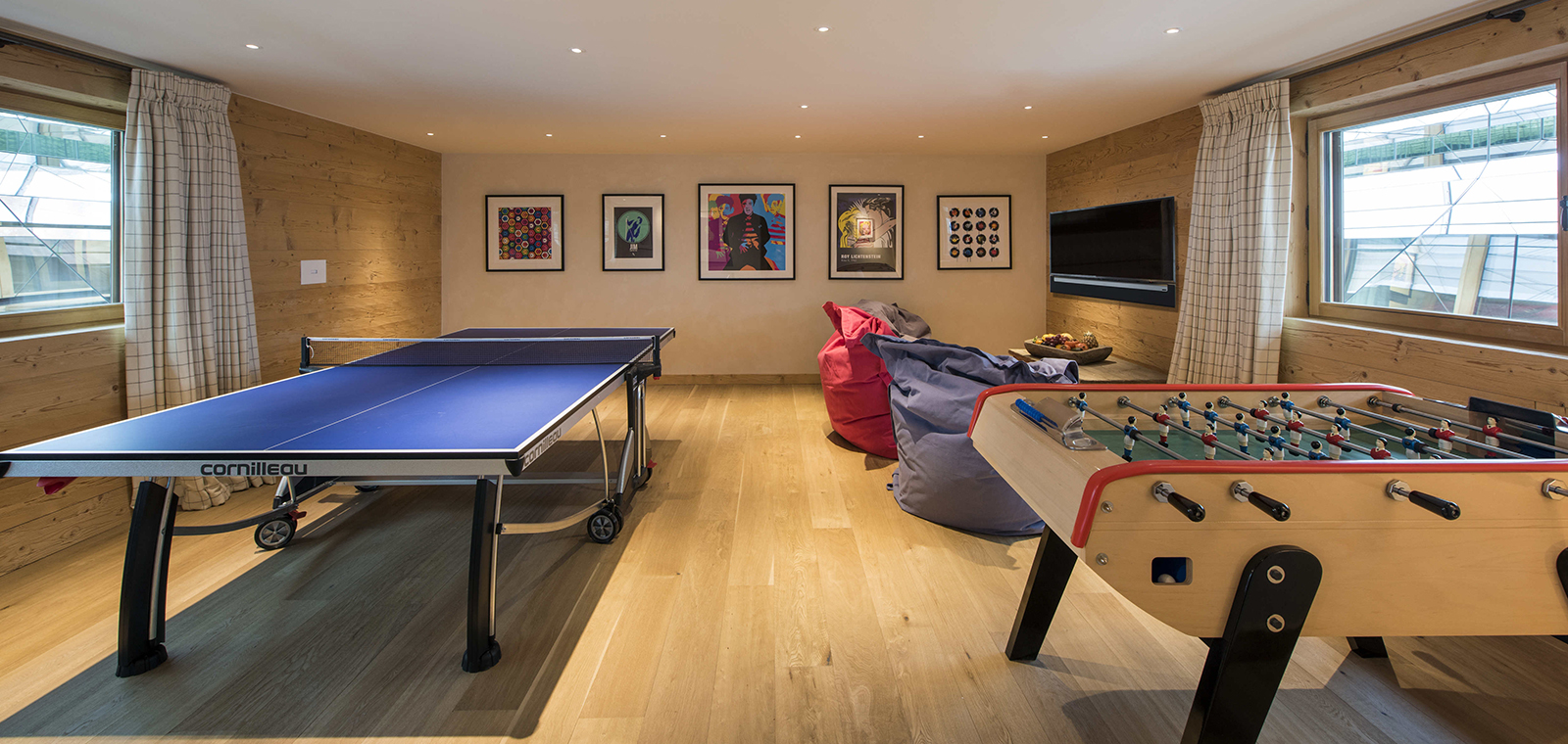Chalet media and games room