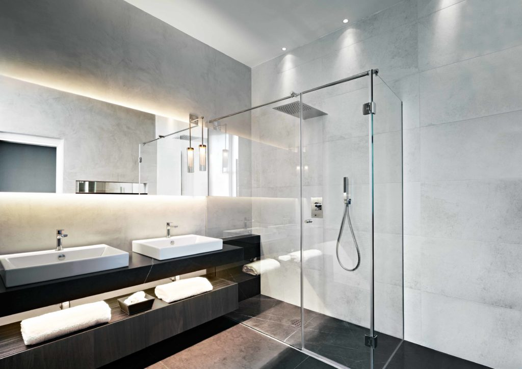 Contemporaru bathroom with floating mirror and basins