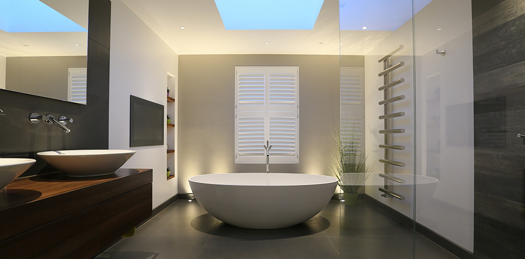 uplights behind freestanding bath