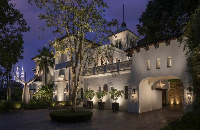 Facade lighting on a private residence project